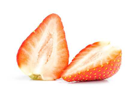 Jordbær mot misfargede tenner